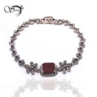 دستبند نقره زنانه عقیق مربعی کد:۱۳۶۵
